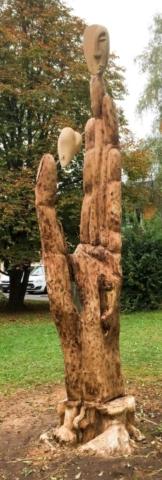 skulptur kopf herz hand, kinderdorf, wahlwies, kettensägenkunst