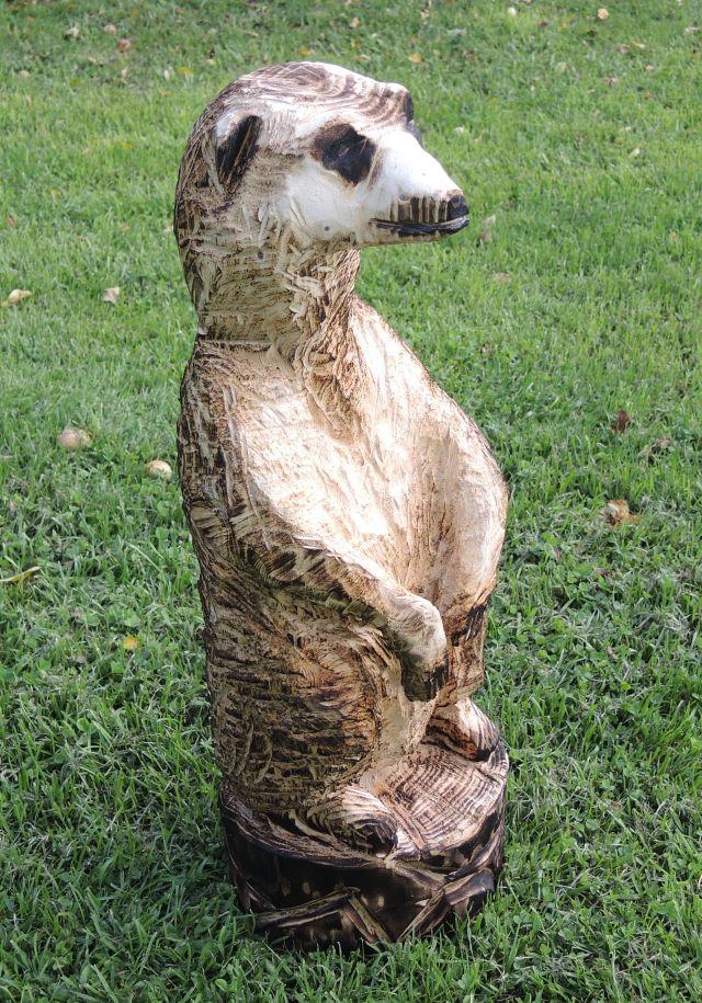 skulptur erdmännchen, kettensägenkunst