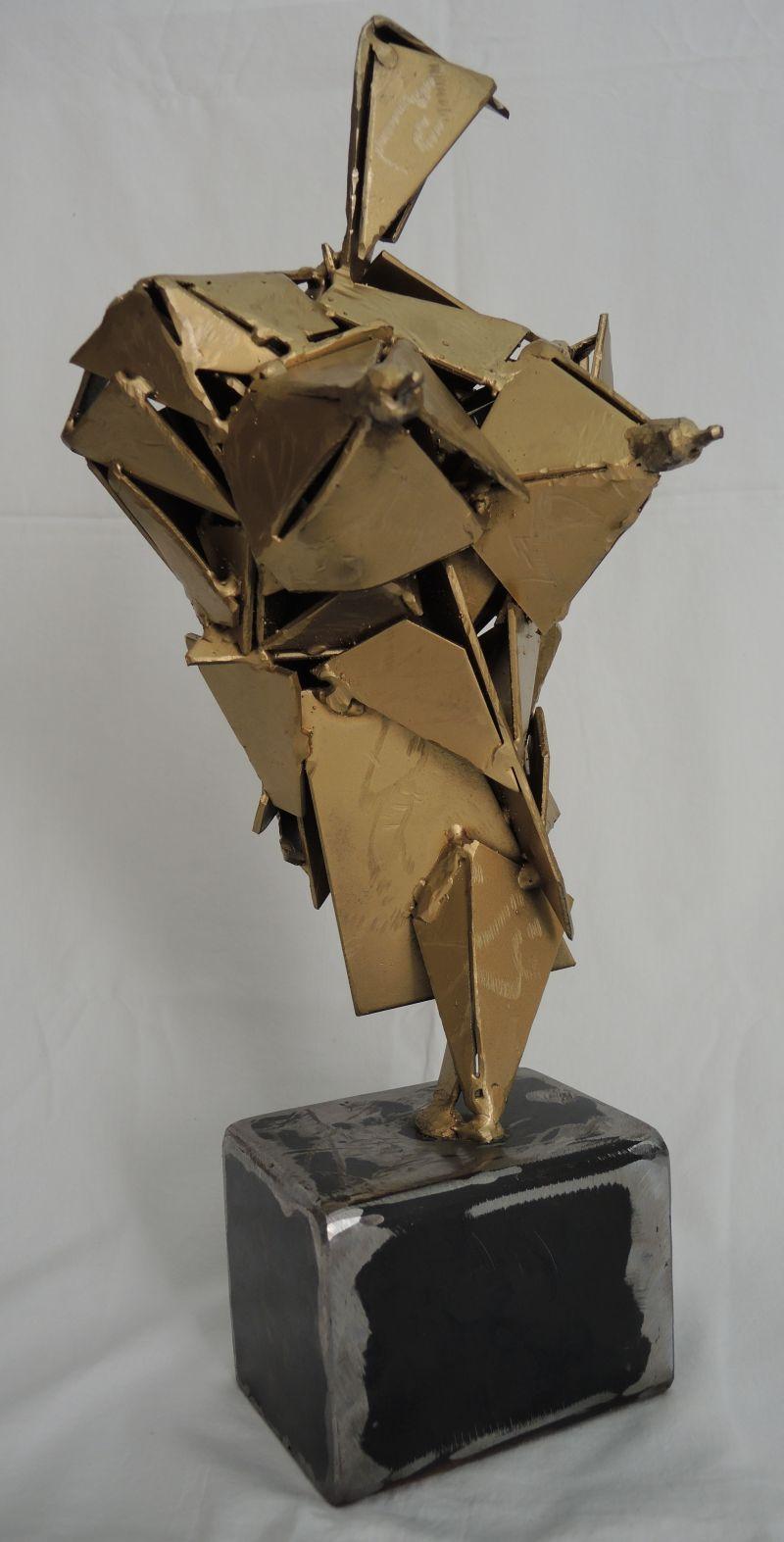 skulptur metall, lackiert